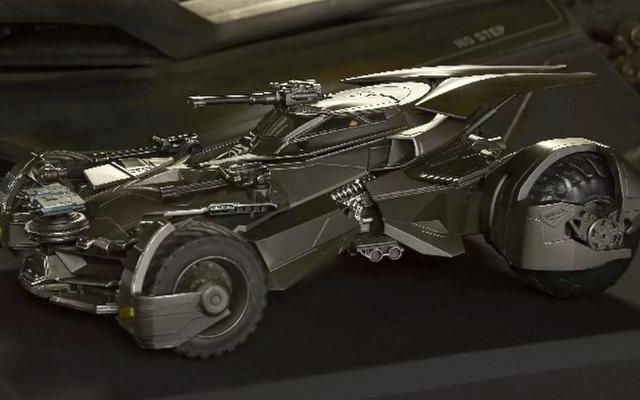 Chiếc xe batmobile mới mà Batman sẽ mặc trong Justice League là một con quái vật bọc thép và đầy vũ khí