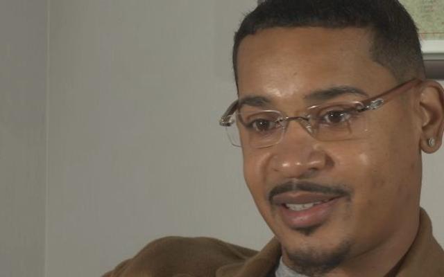 Приняв запрос в Facebook от женщины, которую он не знал, продюсер в Атланте попал в тюрьму