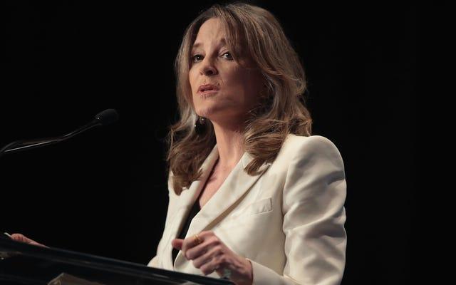 Marianne Williamson sa thải toàn bộ nhân viên chiến dịch, nhưng vẫn có vẻ như không bị ảnh hưởng?