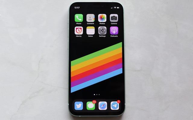 अपने iPhone 12 के ग्रीन टिंट (अभी तक) के बारे में आतंक न करें