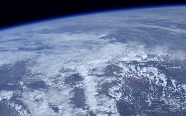 宇宙からの地球のハイビジョンビデオはとても美しいので、顔を殴りたくなるでしょう
