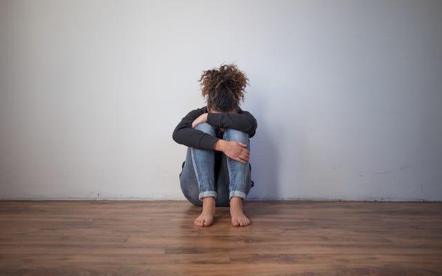 黒人女性に対する家庭内暴力に反対して発言することはもはやタブーではありませんが、それについて何かをすることは