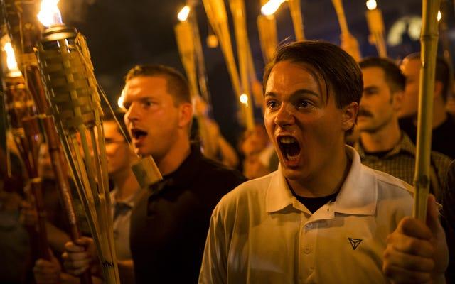 新しい世論調査は、白人至上主義者の見解を共有している間でさえ、大多数が白人至上主義者に反対していることを発見しました