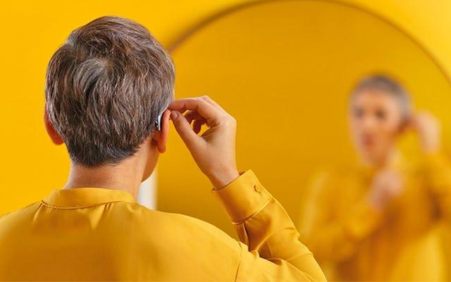 新しい補聴器は、着用者の脳波を読み取ることによって気が散る声を調整することを約束します