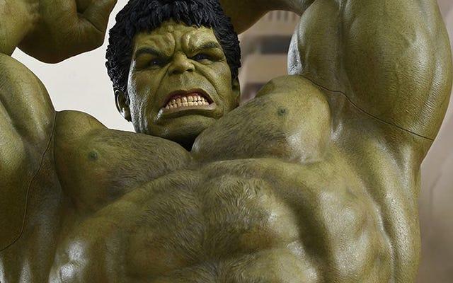 Hình Hulk 17 inch mới này đi kèm với chi tiết lông ngực cấp độ tiếp theo