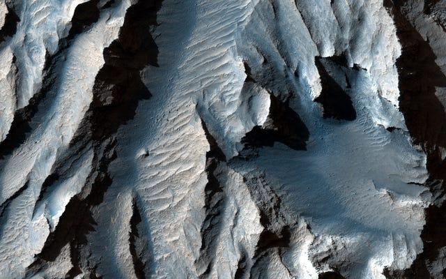 「火星のグランドキャニオン」の新しい写真であなたの目を楽しませてください