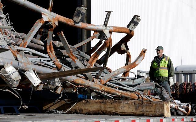 破壊されたツインタワーの最後のピースがニューヨーク市を去っています