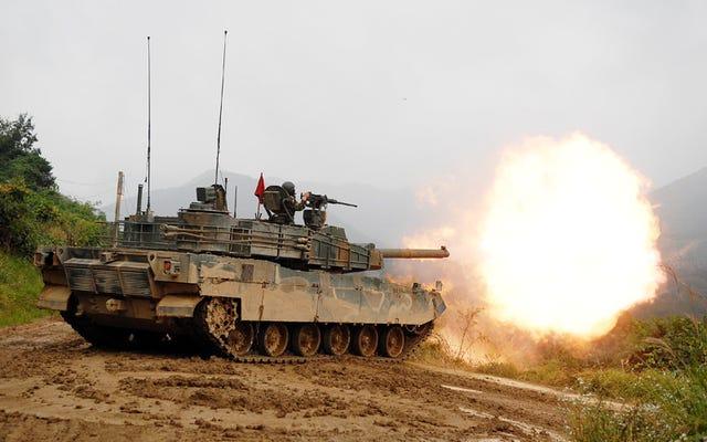 कोरिया के ब्लैक पैंथर बैटल टैंक ने पैराशूट बम दागे