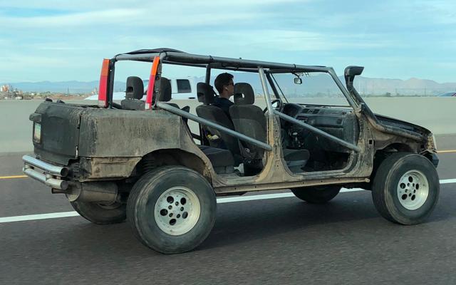 このオフロードビーストを作るために誰かがハッキングしたミステリーカーを特定する