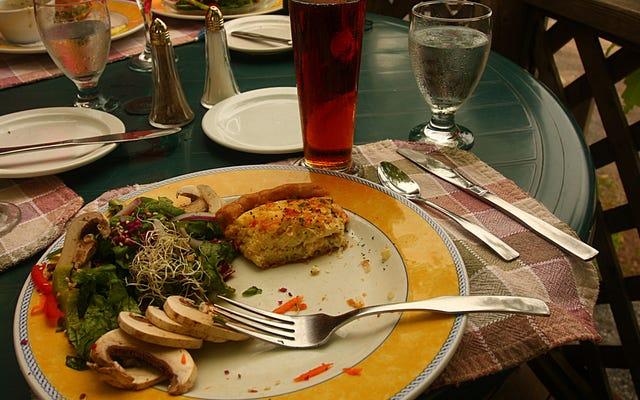 Si vas a comer fuera, ve a almorzar en lugar de cenar