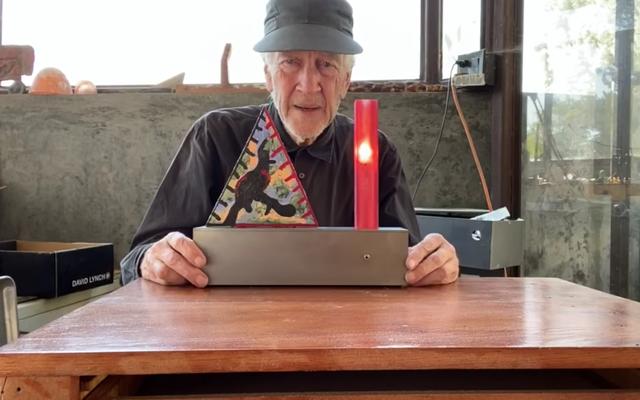 新進気鋭の彫刻家デイヴィッド・リンチがあなたのやる気を維持するためにここにいます