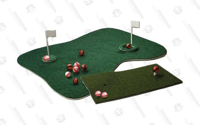 아빠에게 플로팅 그린을 사주면 그는 다시 골프를 치러 뒤뜰을 떠날 필요가 없을 것입니다.