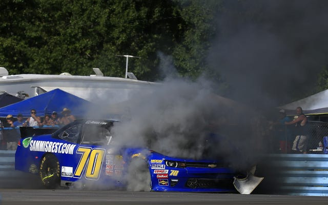 पूरी तरह से हैरान करने वाला NASCAR धमाका टायर की विफलता के परिणामस्वरूप हुआ