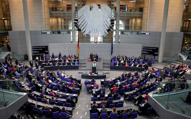 Yeni Alman Hukuku Facebook'u Nefret Söylemini Kaldırmaya veya 50 Milyon Dolardan Fazla Ödemeye Zorladı