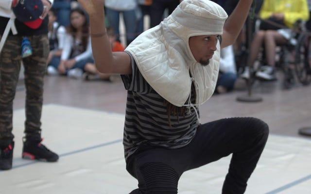 Các thiên tài tại Bảo tàng Nghệ thuật Met Các vũ công có thời gian biểu diễn để biểu diễn mặc áo giáp