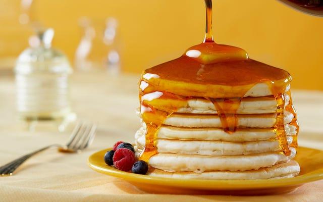 Makan pancake untuk makan siang