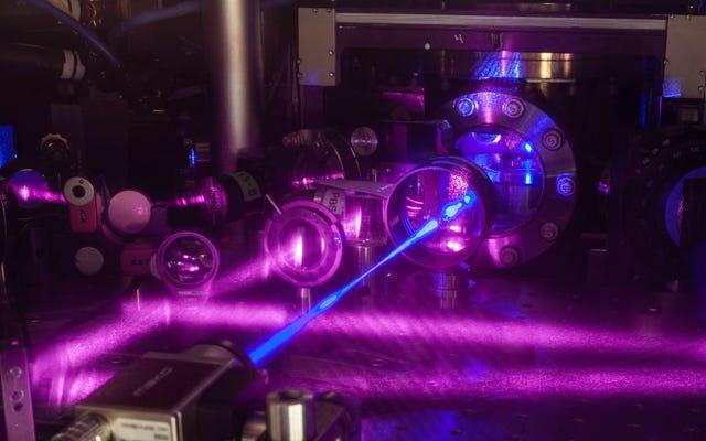 वैज्ञानिकों ने हमारे पागल ब्रह्मांड को समझने में मदद करने के लिए सबसे सटीक घड़ी का निर्माण किया