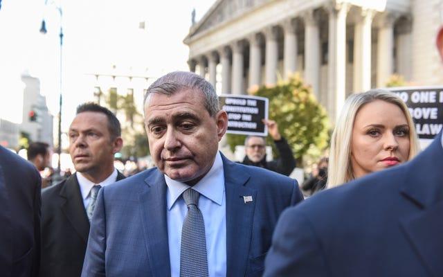 Dimes Dijatuhkan: Lev Parnas Menyerahkan Ribuan Dokumen ke Penyelidik Impeachment