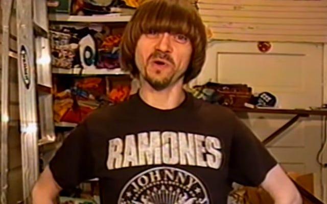 コレクターは1980年代と90年代のヴィンテージロックTシャツを披露します