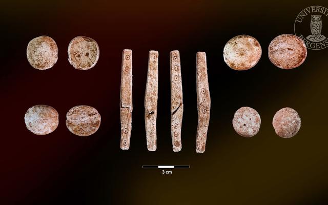 ノルウェーの古墳で見つかった古代ローマのボードゲーム
