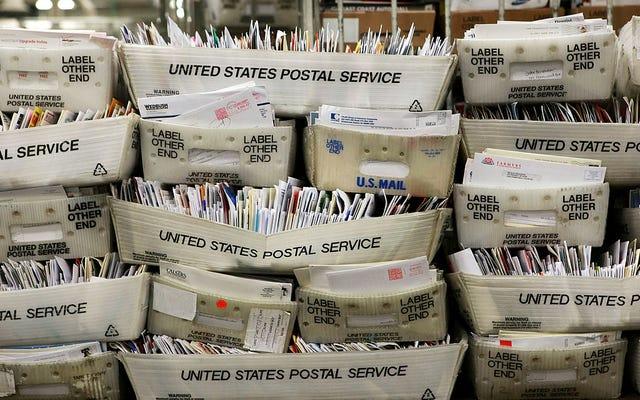 Tout ce que nous savons sur les tentatives de Trump de paralyser le service postal et ce que les démocrates font pour y mettre fin