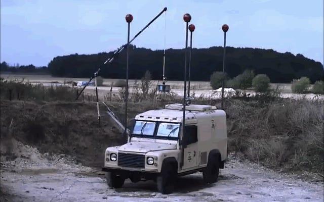 この屋上ロケット装備のランドローバーは、壊滅的な地雷爆発に耐えることができます