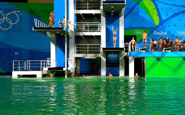 La piscina del Rio, che è ancora verde e odora di scoregge, è chiusa questa mattina (AGGIORNAMENTO)