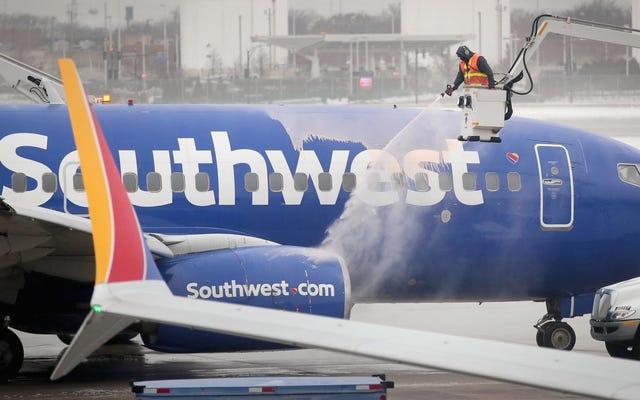 中西部の航空会社が労働者を極寒からどのように保護しているか