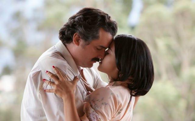 Dalam episode kedua Narcos, Pablo membunuh dengan sebuah lagu di hatinya
