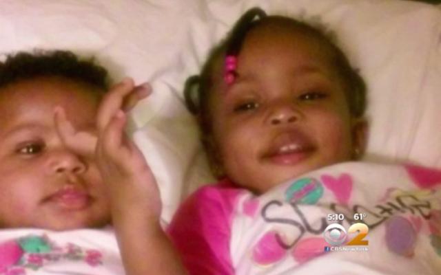 2人の幼児が火事で死亡した後、殺人罪で起訴されたニューヨークのママ
