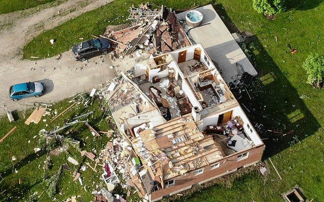 これらの竜巻は、戦争地帯のように見えるオハイオコミュニティを去りました
