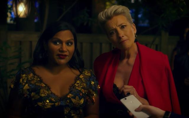 Mindy Kaling y Emma Thompson intentan hacer que la televisión nocturna sea menos blanca en una nueva película