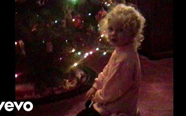 テイラー・スウィフトの「クリスマスツリーファーム」は、パニックに陥った深夜のショッピングに最適です。それだけです。