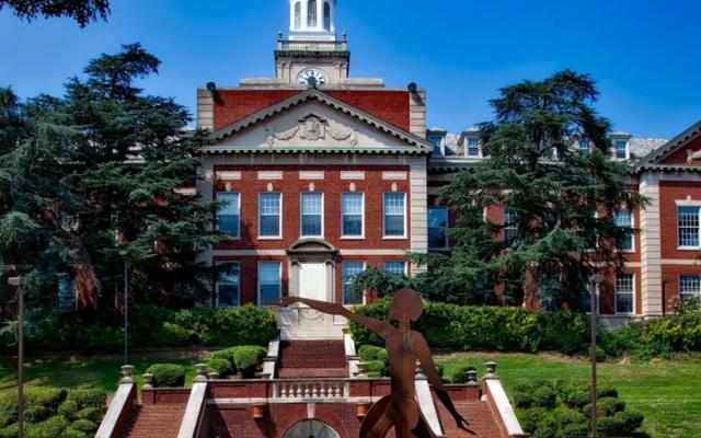「キャンパスを移動する」:#GentrifyingGeorgeは、学生がジェントリフィケーションに問題がある場合はハワード大学を移動する必要があると述べています