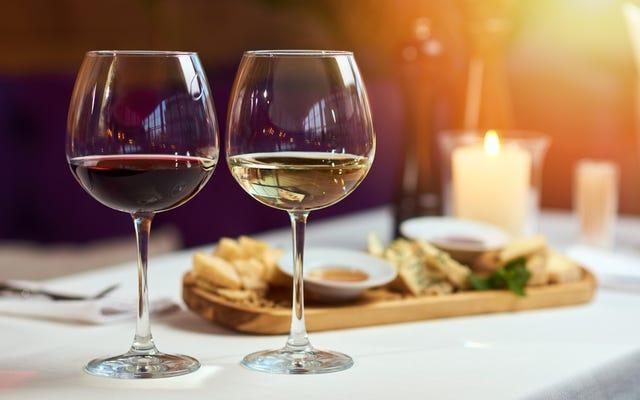 ใช้ Alexa เพื่อค้นหาว่าเบียร์และไวน์อะไรที่จะจับคู่กับอาหารค่ำ