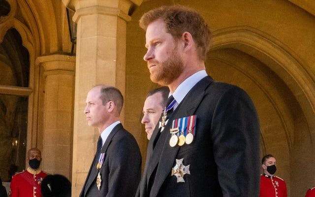 ハリーとウィリアムはフィリップ王子の葬式でお互いに少なくとも一言言った