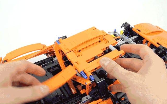Una configurazione timelapse ad alta velocità della nuova Porsche gigante di Lego dura 25 minuti