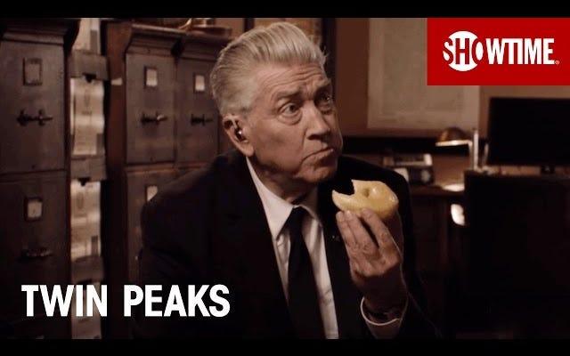 Gordon Cole đã trở lại và đầy ắp bánh rán trong đoạn teaser mới của Twin Peaks