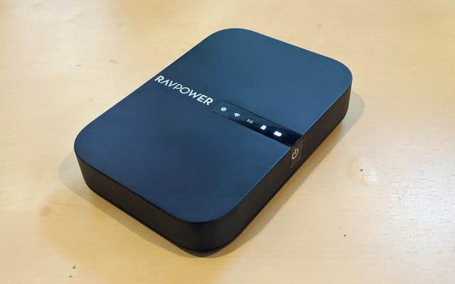 Le RAVPower FileHub est une banque de batteries, un lecteur externe et un routeur de voyage combinés en un seul
