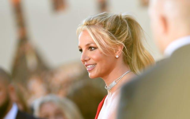 आखिर में, ब्रिटनी स्पीयर्स बोलती हैं