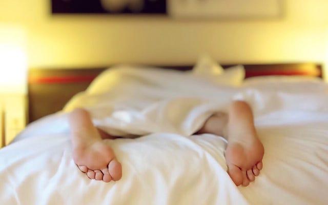 なぜあなたはいつも就寝時刻を過ぎて起きているのですか?