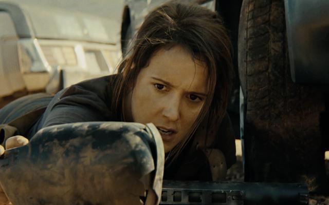 Seorang Wanita Berusaha Bertahan dari Perburuan Beroktan Tinggi Tapi Sedikit Membingungkan dalam Film Pendek BALLiSTIC