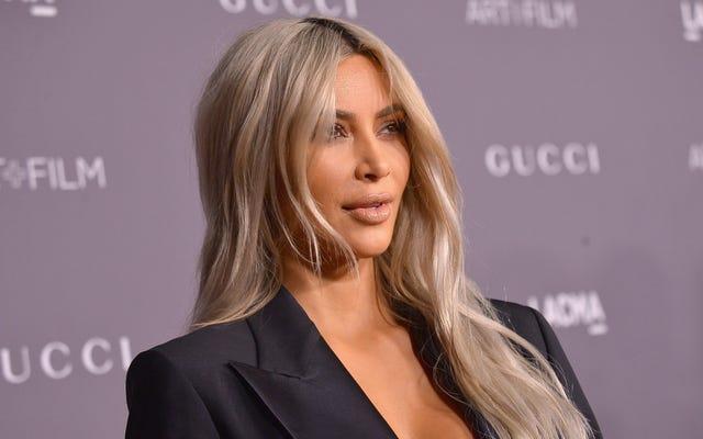 Kim Kardashian porte des chaussettes, vous pouvez maintenant quitter la maison