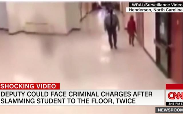 Un agent des ressources de l'école a été mis en congé après que des surfaces vidéo d'un enfant de 11 ans aient été traînées et son corps critiqué