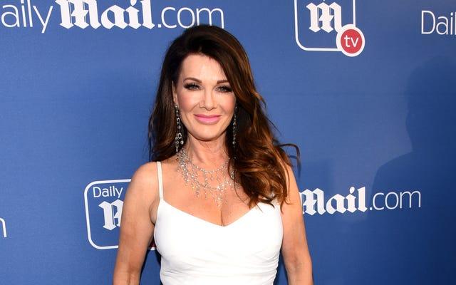 Lisa Vanderpump dit qu'elle ne quitte pas encore les vraies femmes au foyer de Beverly Hills