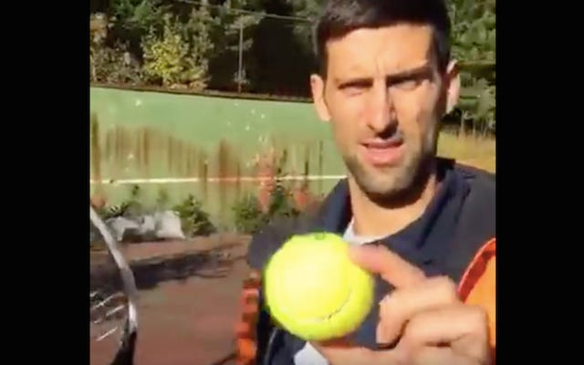 Novak Djokovic odwiedza klub tenisowy zniszczony bombami od dzieciństwa