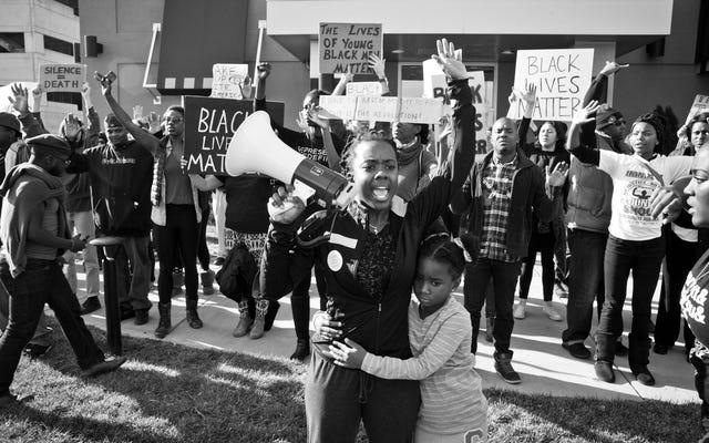 Kimin Sokakları? Charlottesville, Va için Tam Zamanında Bir Ferguson, Mo., Belgesel.