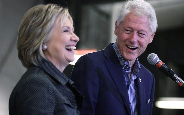 ビル・クリントンはラリー中にオバマケア法を浴びせ、それから彼の発言から離れてムーンウォークを試みます
