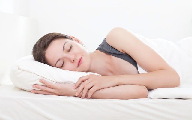 32歳の女性が眠りにつくと15歳だと思って目を覚ます