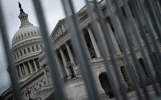 米国議会議事堂が封鎖され、カーラムズバリケードの後に2人が死亡、銃撃戦が報告された(更新)